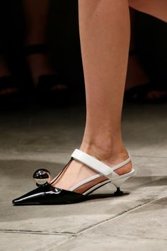 cd4553d0270d3a7a3d734aeb87e0745f--prada-spring-prada-shoes