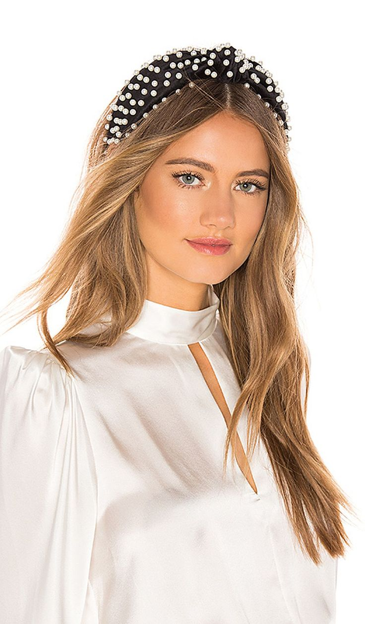 Top 4 Hair Accessory For Sunny Season That You Need To Try