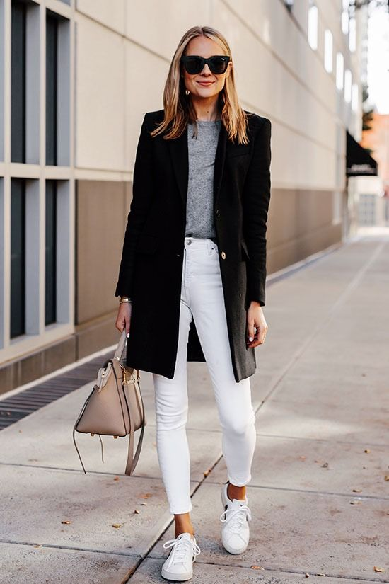 If spring is on your mind, add a touch of freshness and warmth to your late winter wardrobe with these super stylish white jeans outfits_